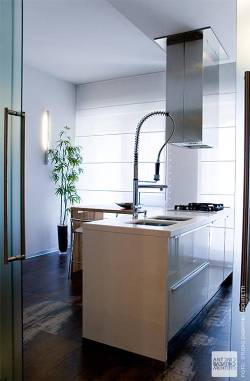 Cocinas de estilo minimalista por Studio Sabatino Architetto