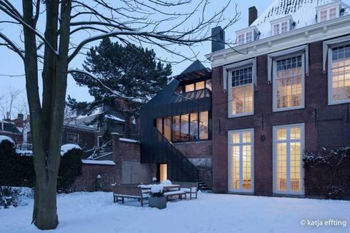 ITC Annex - back house: moderne Huizen door Mirck Architecture