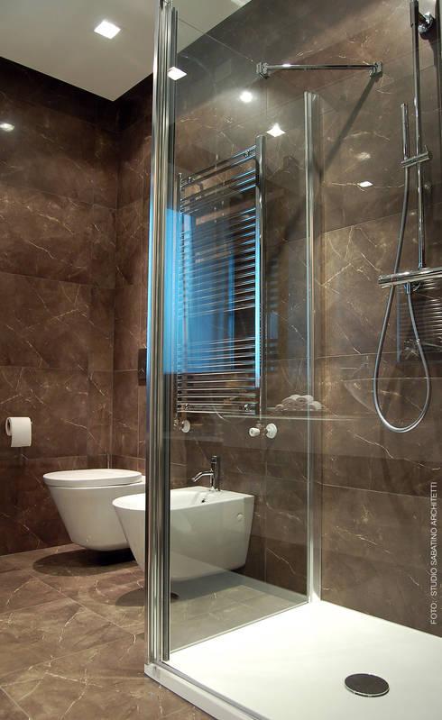 Interior Design Abitazione RL a Pescara: Bagno in stile  di Studio Sabatino Architetto