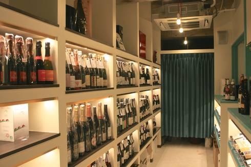 Wine cellar-1: Shigeo Nakamura Design Officeが手掛けたオフィススペース&店です。