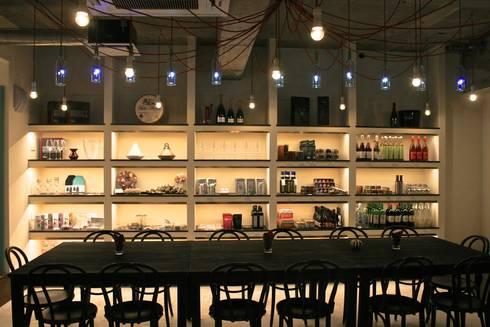 多目的ホール-2: Shigeo Nakamura Design Officeが手掛けたオフィススペース&店です。