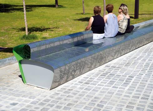 Berta Bench / Furniture: Jardín de estilo  de KXdesigners