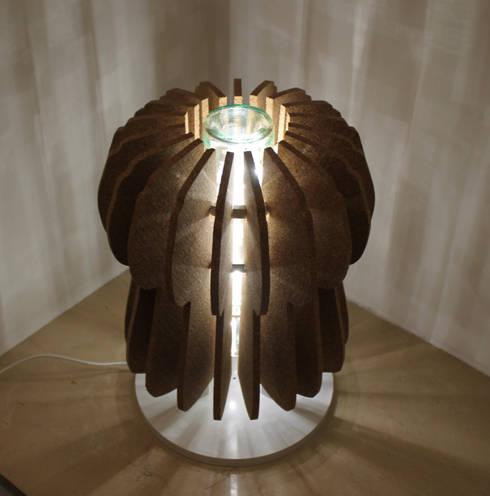 """""""Cork...l'eco-lamp""""  ..illumina, arreda, ispira..: Casa in stile  di Stefania Spaccavento"""