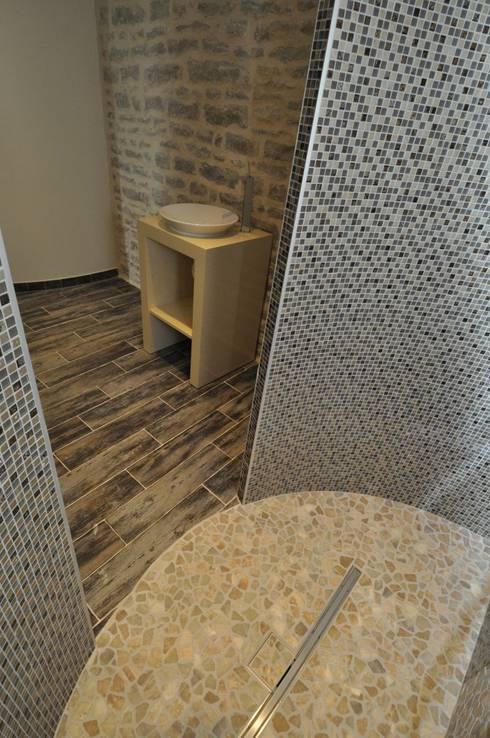 cloisons courbes de la douche: Salle de bains de style  par  Architecte d'Intérieur Paul Jourdain CFAI