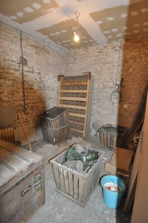 avant travaux salle de douche:  de style  par  Architecte d'Intérieur Paul Jourdain CFAI