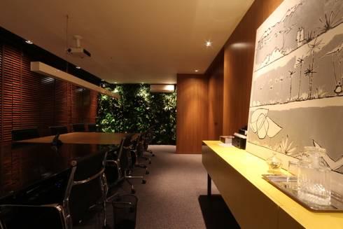 ZAAV Arquitetura – Sede: Escritórios  por ZAAV Arquitetura