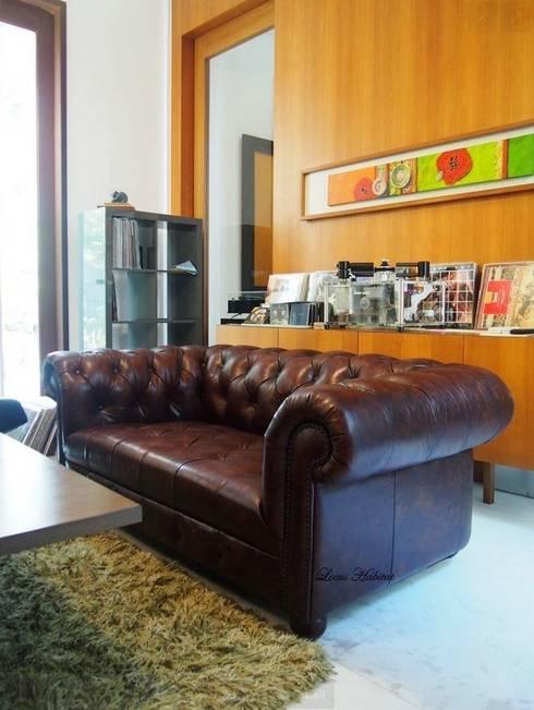 s: rustic Living room by Locus Habitat