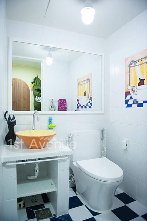 엄마의 사랑이 피어나는 러블리 하우스: 퍼스트애비뉴의  욕실