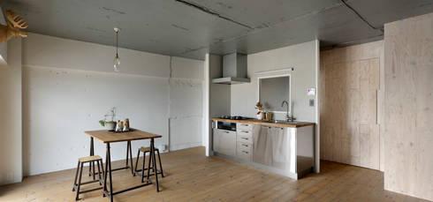 上町の住居: 蘆田暢人建築設計事務所 Ashida Architect & Associatesが手掛けたキッチンです。