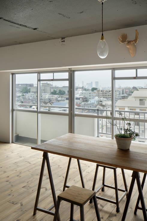 上町の住居: 蘆田暢人建築設計事務所 Ashida Architect & Associatesが手掛けたダイニングです。