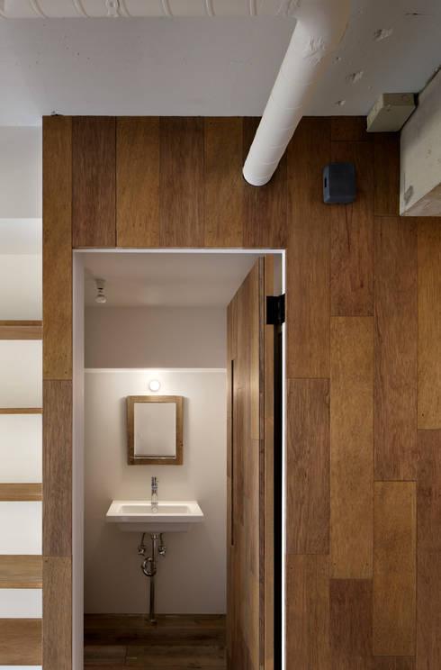 西葛西の住居: 蘆田暢人建築設計事務所 Ashida Architect & Associatesが手掛けた窓です。