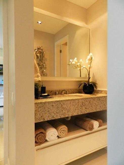 Projeto arquitetônico de interiores para residência unifamiliar. – (Fotos: Luiz Zanoni): Banheiros ecléticos por ArchDesign STUDIO