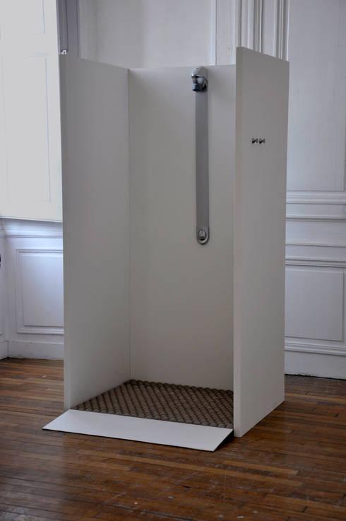 Receveur à douche: Salle de bain de style de style Moderne par Chauvin Amandine