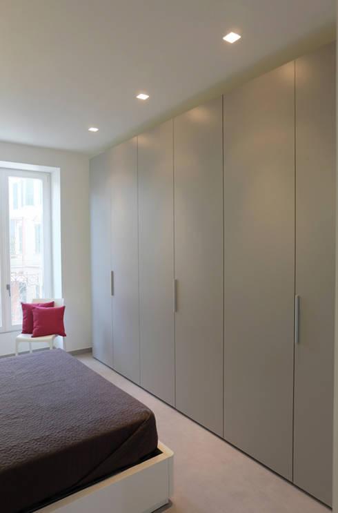 Appartamento 1: Camera da letto in stile in stile Moderno di Elisa Rizzi architetto