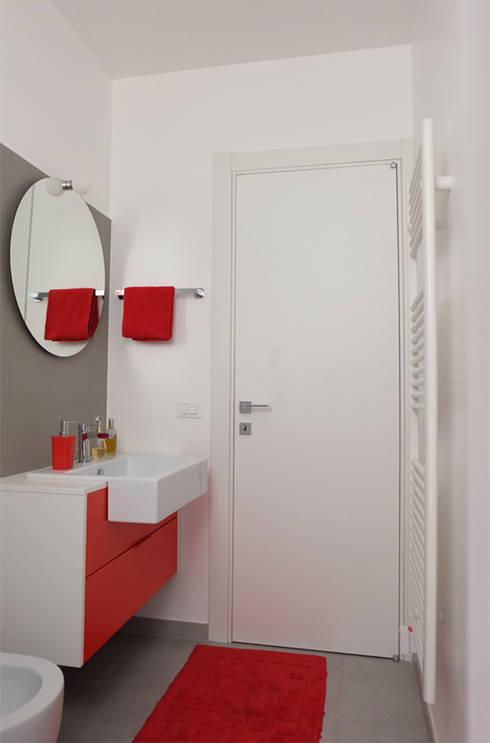 Appartamento 2: Bagno in stile in stile Moderno di Elisa Rizzi architetto