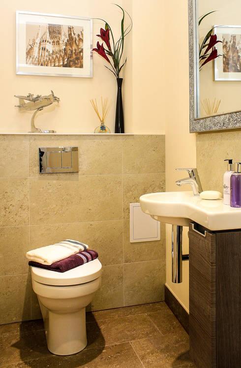 Groundfloor WC:  Bathroom by Lujansphotography