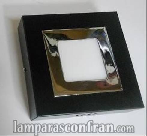 PLAFON SUPERFICIE : Baños de estilo moderno de Lámparas Confran