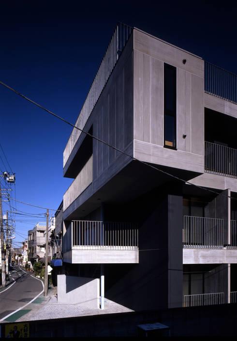 FK: 濱嵜良実+株式会社 浜﨑工務店一級建築士事務所が手掛けた庭です。