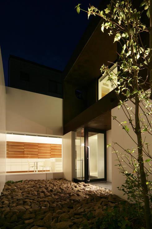 House in Ako: 設計組織DNAが手掛けた庭です。