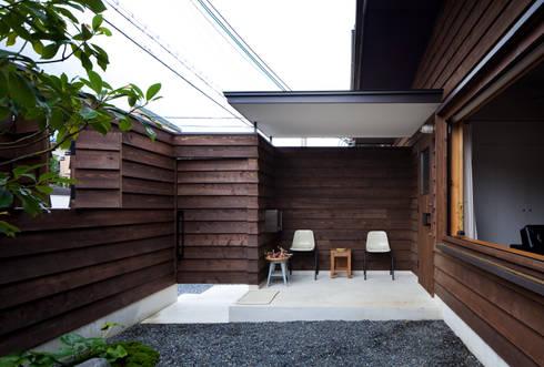House in Gakuenmae: 設計組織DNAが手掛けた庭です。