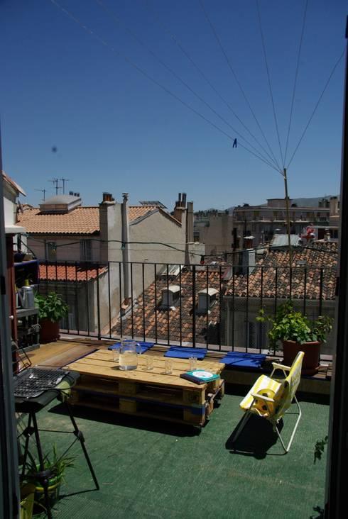 Coin terrasse avec future ombrière végétale. : Terrasse de style  par a.Calu Paysagiste concepteur