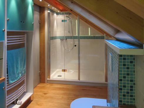 Duschbereich: moderne Badezimmer von hansen innenarchitektur materialberatung