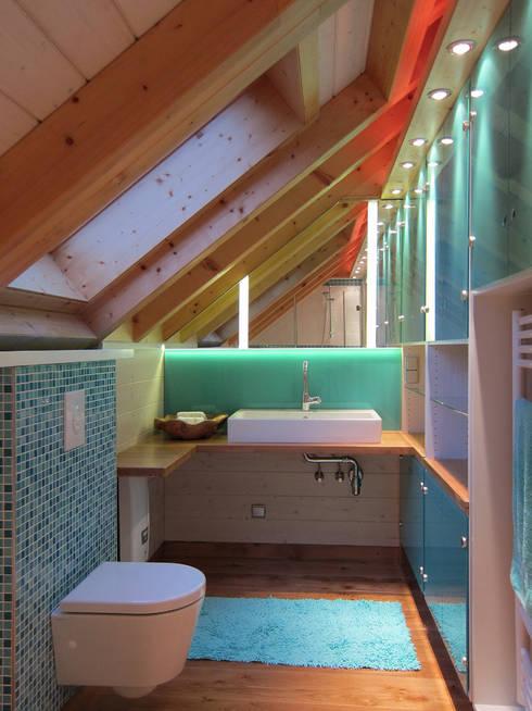 Beleuchtung im Bad: moderne Badezimmer von hansen innenarchitektur materialberatung