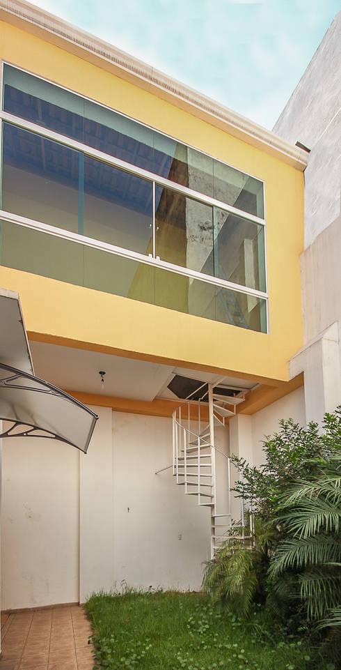 projeto – fachada residência01: Terraços  por Michele Balbine Fotografia