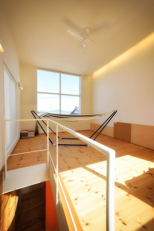 母の家: 長井建築設計室が手掛けたリビングです。