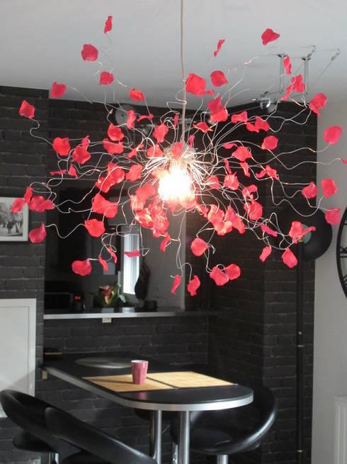 """Lustre """"Pétales de rose"""" rose fucshia: Salle à manger de style de style eclectique par Mandilo"""