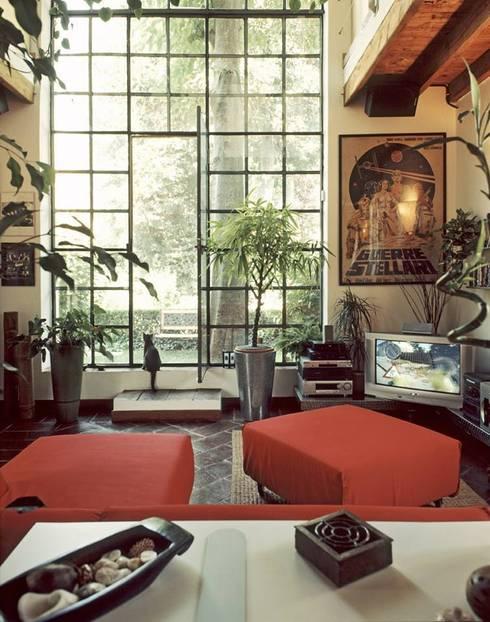 la casa serra: Soggiorno in stile in stile Eclettico di orlandini design sas