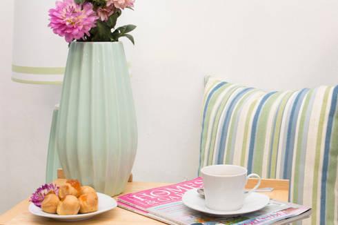 Breakfast with Pastel Mint: Salas de estar modernas por ORCHIDS LOFT