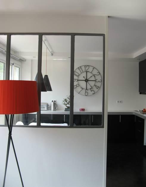 un appartement des années 70 revu et corrigé: Cuisine de style de style Industriel par espaces & déco
