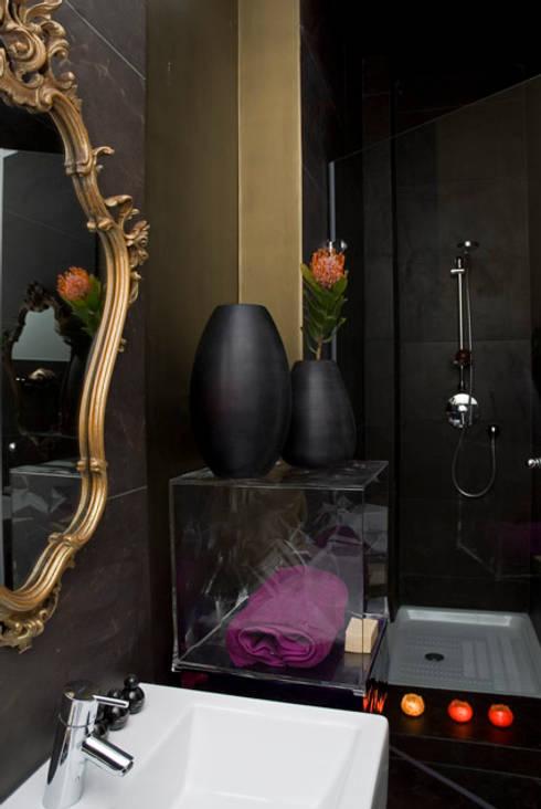B&B Luxury Accomodation: Bagno in stile  di Rizzotti Design