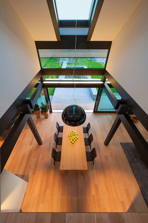 Dining room by HUF HAUS GmbH u. Co. KG
