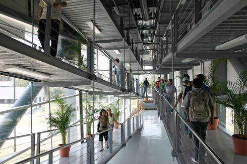Rampas: Escuelas de estilo  por LEAP Laboratorio en Arquitectura Progresiva