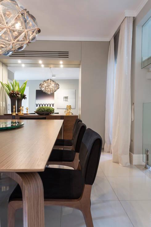 Casa São Paulo : Sala de jantar  por Vaiano e Rossetto Arquitetura e Interiores