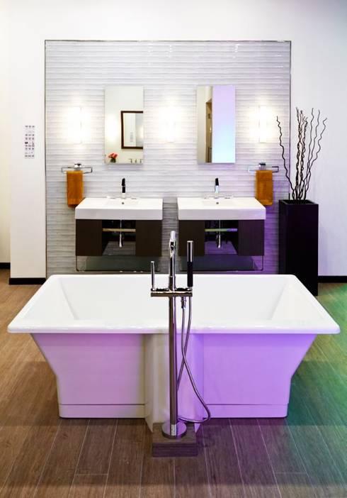 Baños de estilo moderno por Gama Elite