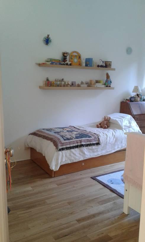 CASA FOTOMÁTICA: Dormitorios infantiles de estilo moderno por ESTUDIO MYGA