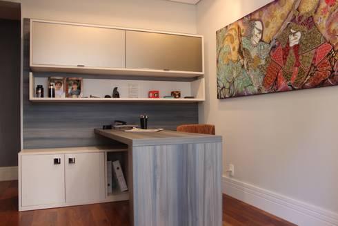 Home office: Escritórios  por Nataly Aguiar Interiores