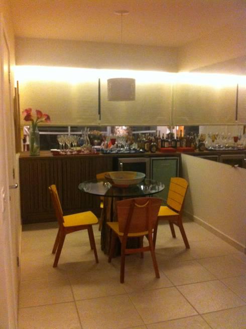 Sala de café: Adegas modernas por Nataly Aguiar Interiores