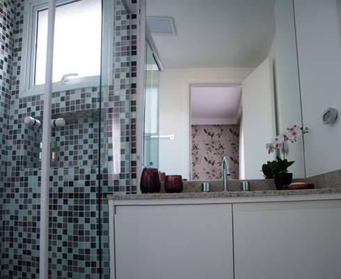 Banheiro do casal: Banheiros modernos por Nataly Aguiar Interiores