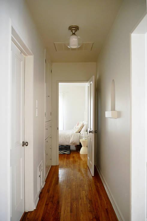 Ingresso & Corridoio in stile  di Erika Winters® Design