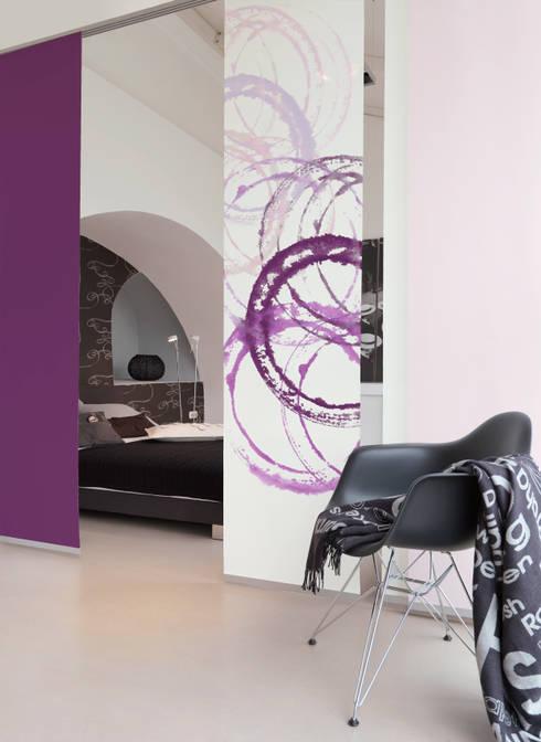 Dormitorios de estilo moderno por emotiontextiles