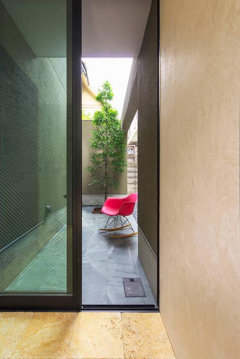 Y-House: タカヤマ建築事務所が手掛けた庭です。