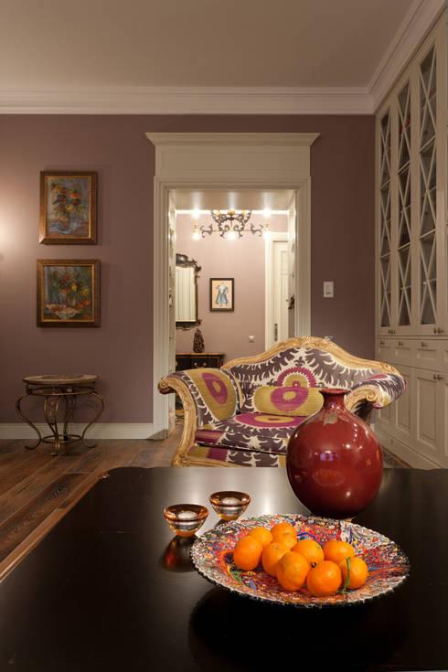 Квартира на набережной.: Гостиная в . Автор – А-Дизайн