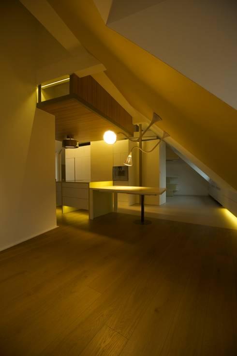 Salas de jantar ecléticas por 3rdskin architecture gmbh