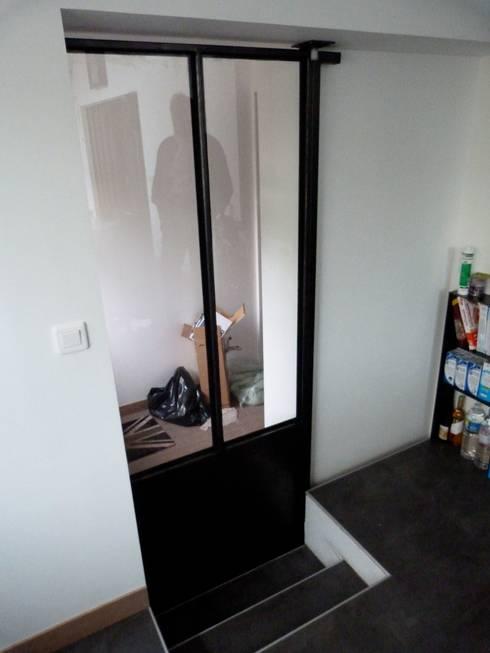 extension pour une nouvelle cuisine : Couloir et hall d'entrée de style  par karine penard