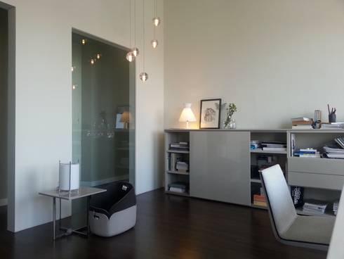 showroom contemporanea interiorismo : Salones de estilo moderno de contemporánea