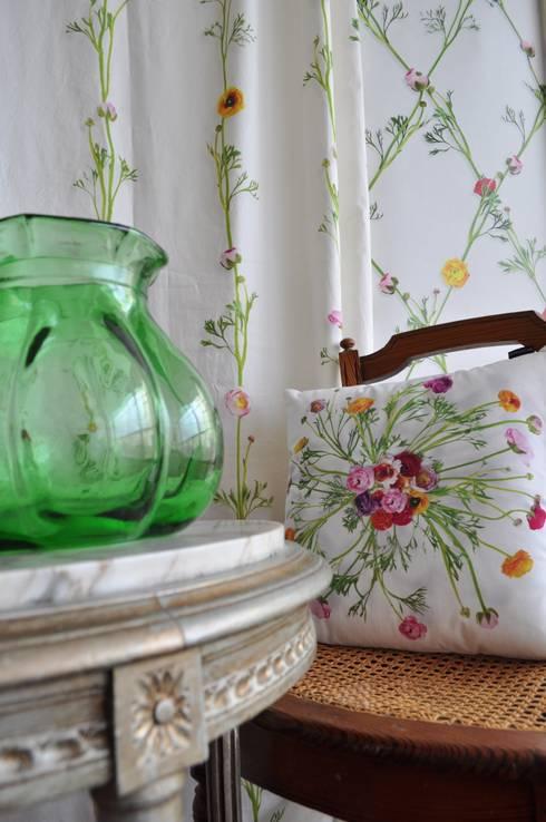 Wallpaper Ranunculus: landelijke Slaapkamer door Snijder&CO